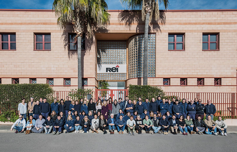 REI team for the manufacture of decorative accessories